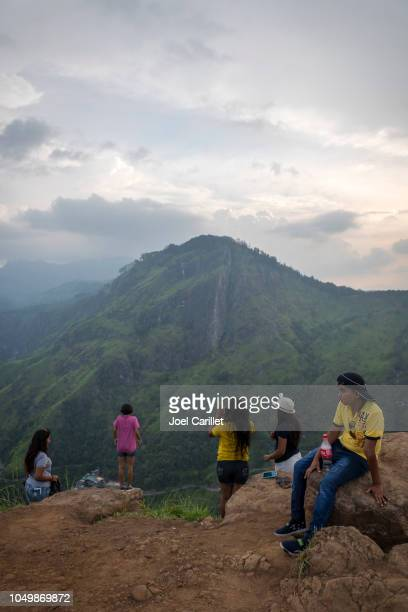 Toeristische boven aan weinig Adam's Peak in Ella, Sri Lanka