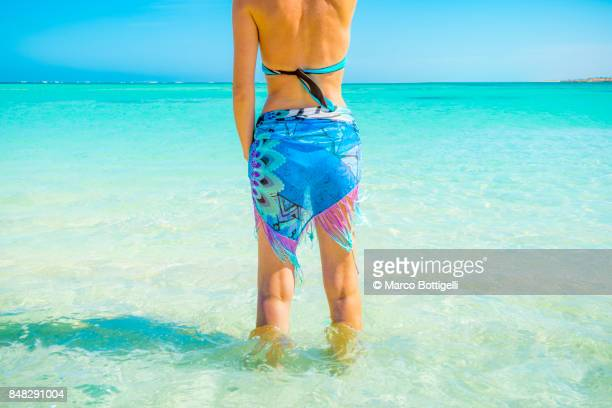 tourist at turquoise bay. exmouth, western australia. - western australia stock photos and pictures