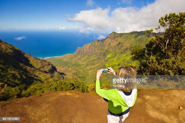 tourist at waimea canyon kalalau beach, kauai, hawaii - waimea canyon stock pictures, royalty-free photos & images