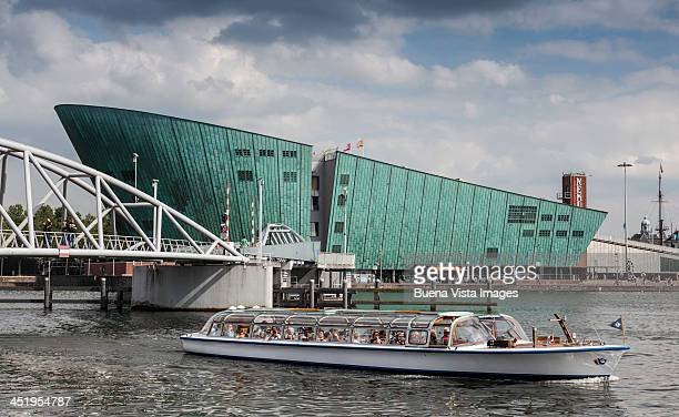 tourist boat and nemo museum in amsterdam - nemo museum stock pictures, royalty-free photos & images