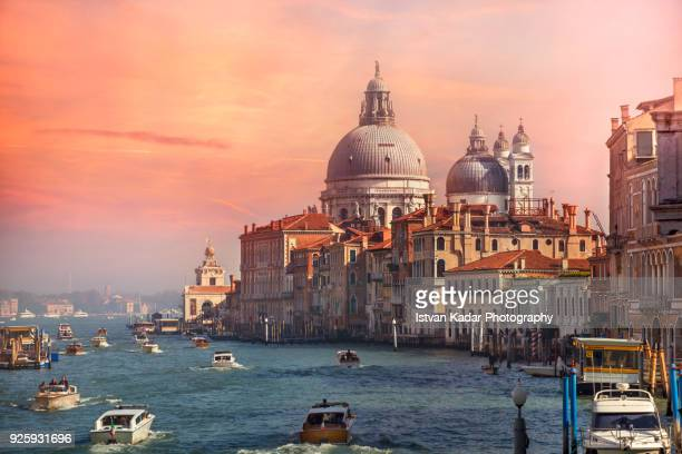 tourist boats traffic on the grand canal at sunset, venice, italy - venezia foto e immagini stock