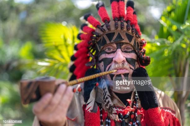 turista fantasiada como retrato indígena - civilização milenar - fotografias e filmes do acervo