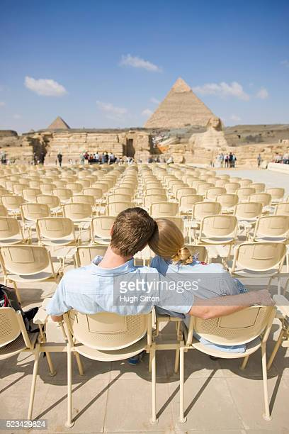 tourist couple at the pyramids of giza - hugh sitton stock pictures, royalty-free photos & images