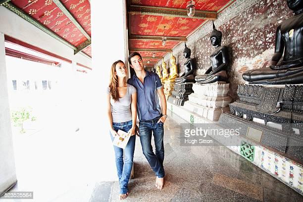 tourist couple in bangkok. thailand. - hugh sitton bildbanksfoton och bilder