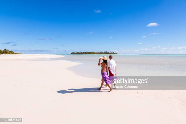 tourist couple on honeymoon island, aitutaki, cook islands - pacific islands stock pictures, royalty-free photos & images