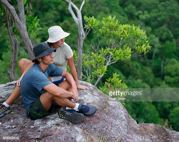 tourist couple on vacations, thailand - hugh sitton stockfoto's en -beelden
