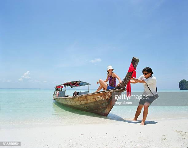 tourist couple on vacations, thailand - hugh sitton stock-fotos und bilder