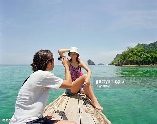 tourist couple on vacations, thailand - hugh sitton - fotografias e filmes do acervo