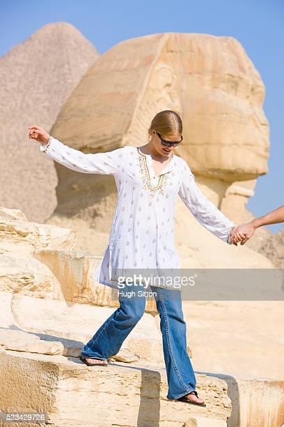 tourist descending stairs by the great sphinx at giza - hugh sitton stock-fotos und bilder