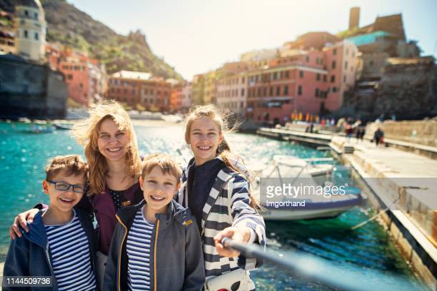 tourist family in vernazza, cinque terre, italy - liguria stock photos and pictures