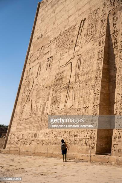 tourist girl admiring medinet habu temple, luxor - luxor thebes stock pictures, royalty-free photos & images