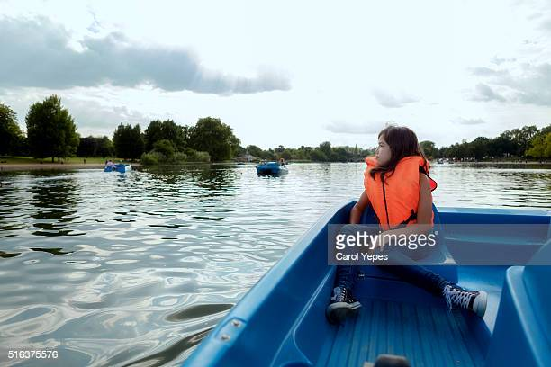 tourist girl in hyde park,serpentine lake - hyde park london stock pictures, royalty-free photos & images