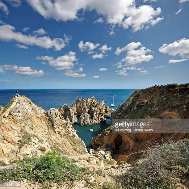 tourist grotto, ponta da piedade, portugal - s0ulsurfing stock pictures, royalty-free photos & images