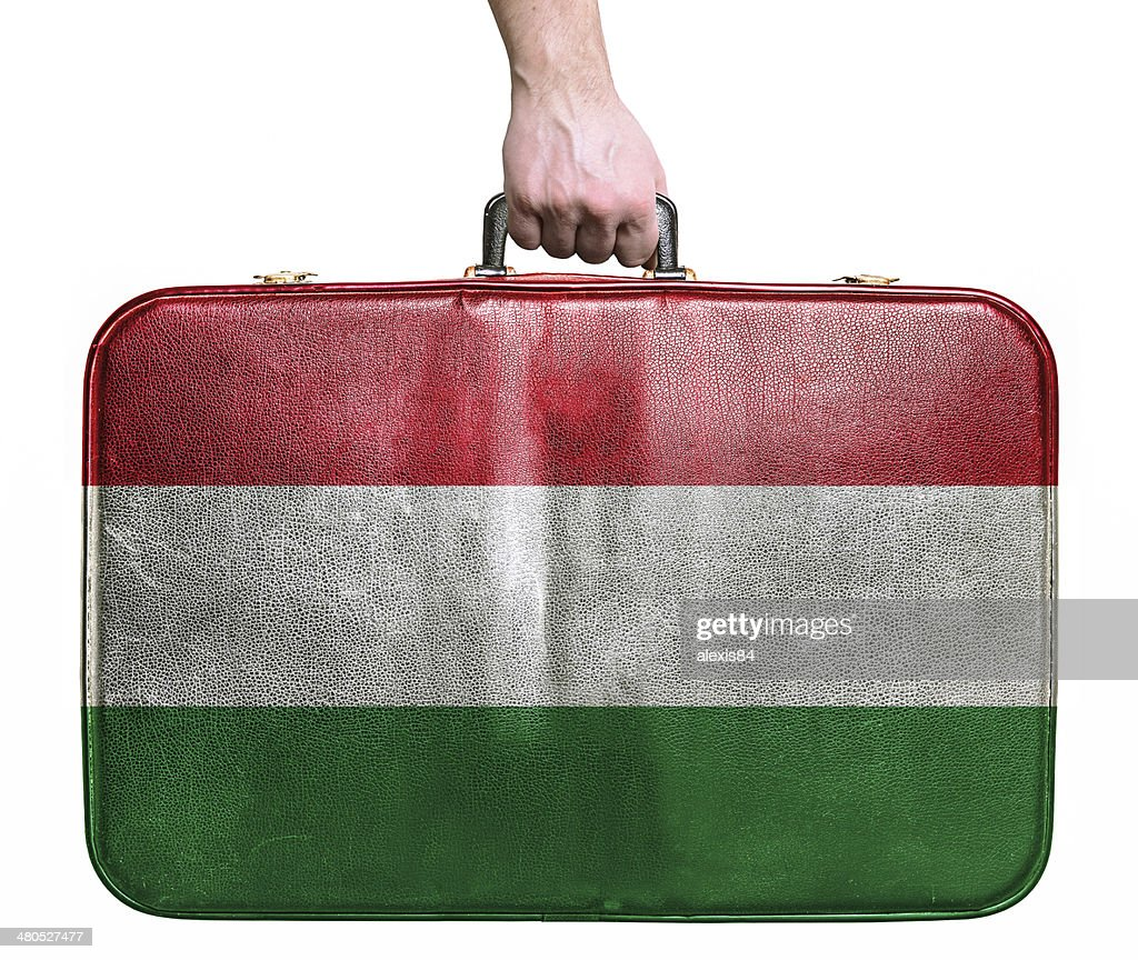 Tourist hand holding vintage travel bag with flag of Hungary : Bildbanksbilder