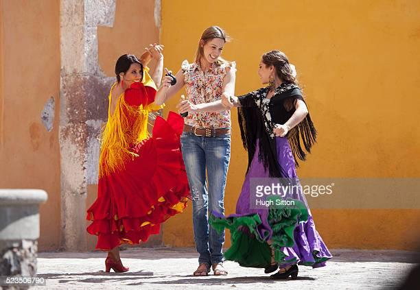 tourist having flamenco lesson - hugh sitton stock-fotos und bilder