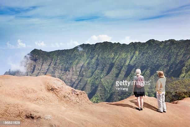 tourist hiking the trails of na pali coast, kauai hawaii - waimea canyon stock pictures, royalty-free photos & images