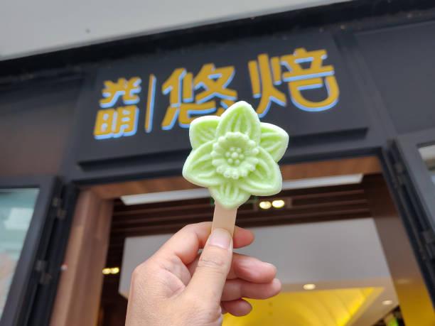 CHN: Flower-shaped Ice Pop In Shanghai