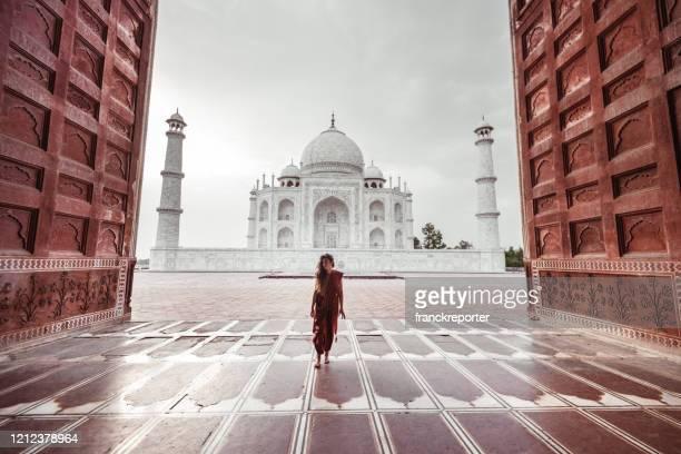 アグラの観光客 - インド - アーグラ ストックフォトと画像