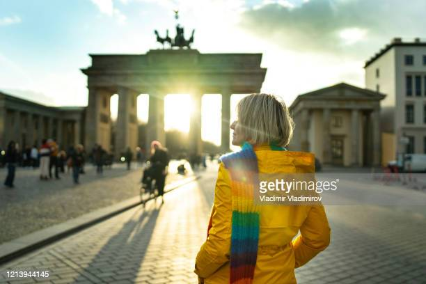 tourist in berlin - city gate stock pictures, royalty-free photos & images