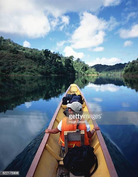 tourist in canoe - hugh sitton fotografías e imágenes de stock