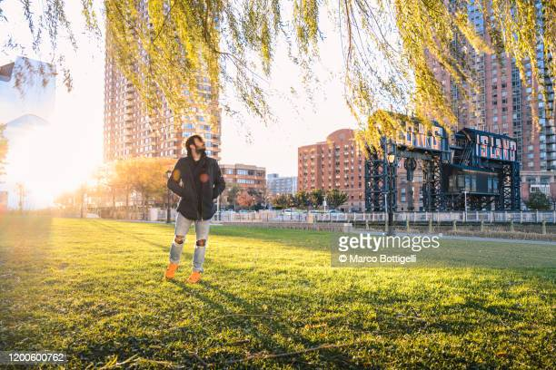 tourist in gantry plaza state park, long island, new york city - queens new york city stock pictures, royalty-free photos & images