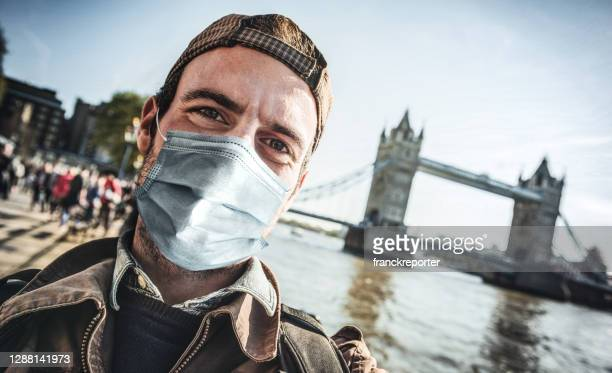 tourist in london during the covid - state of emergency stock pictures, royalty-free photos & images