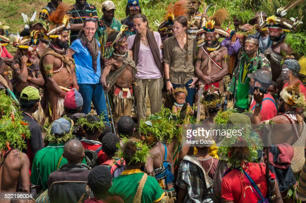 tourist in papua new guinea - tari stock pictures, royalty-free photos & images