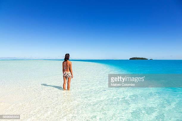 Tourist in the blue lagoon of Aitutaki