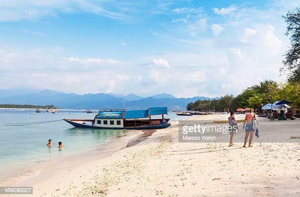 tourist on beach in gili trawangan - gili trawangan bildbanksfoton och bilder