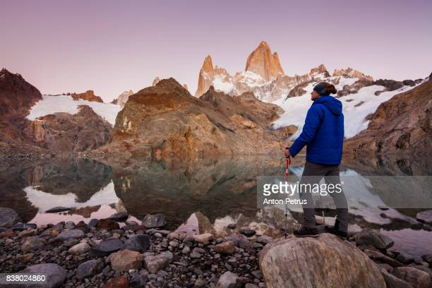 tourist on the background of mount fitz roy - chalten stock pictures, royalty-free photos & images