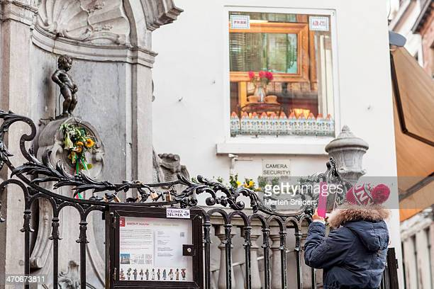 Tourist photographing Manneke Pis