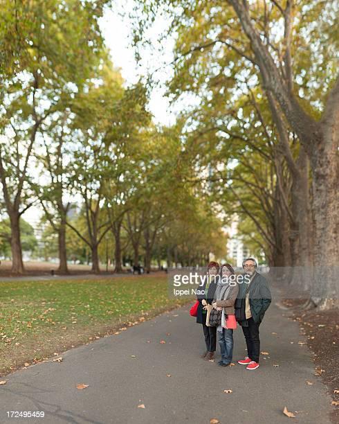 tourist portrait in autumn park - carlton gardens stock pictures, royalty-free photos & images