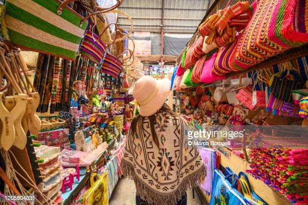 tourist shopping for souvenirs at the hidalgo market in guanajuato, mexico - gift shop stock pictures, royalty-free photos & images