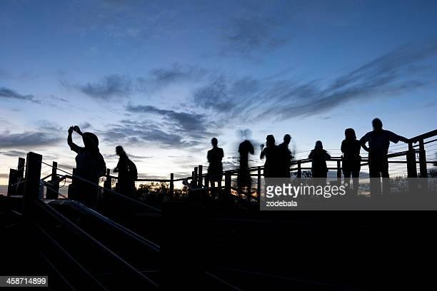 オーストラリア観光のシルエット - エアーズロック ストックフォトと画像