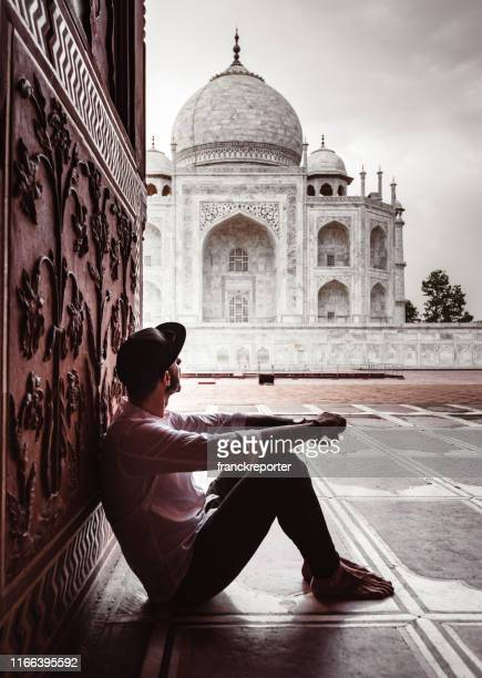 tourist sitting at the entrance of taj mahal in agra - monument stock pictures, royalty-free photos & images