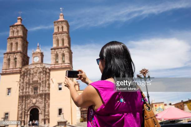 a tourist taking a photograph - dolores hidalgo stock pictures, royalty-free photos & images