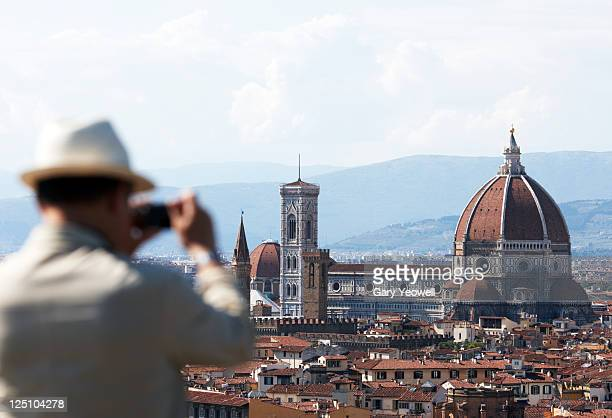 tourist taking photo of the duomo - yeowell stock pictures, royalty-free photos & images