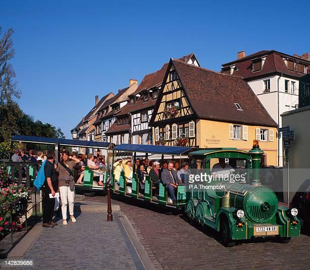 tourist train, quai de la poissonnerie, colmar, alsace, france - haut rhin stock pictures, royalty-free photos & images