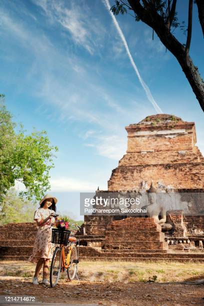 tourist travel in historical park - ayuthaya province stock pictures, royalty-free photos & images
