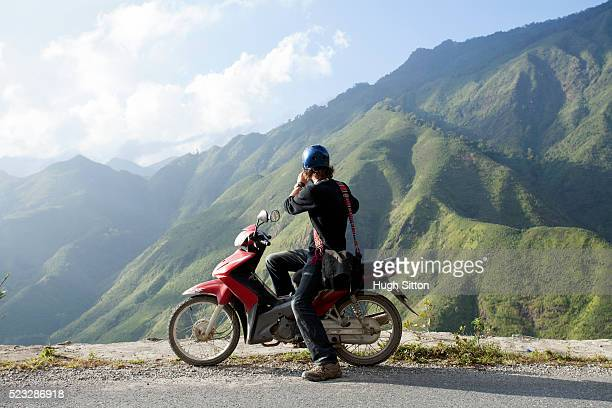 tourist travelling in the mountains near sapa. vietnam - hugh sitton stock pictures, royalty-free photos & images