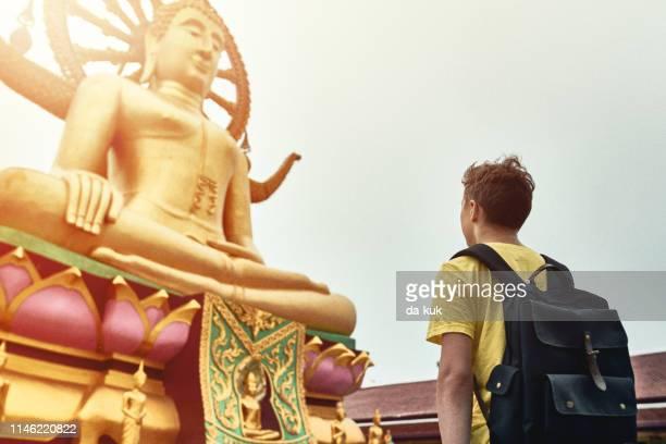 tourist visiting asian temple wat phra yai and big buddha - buddhist goddess imagens e fotografias de stock