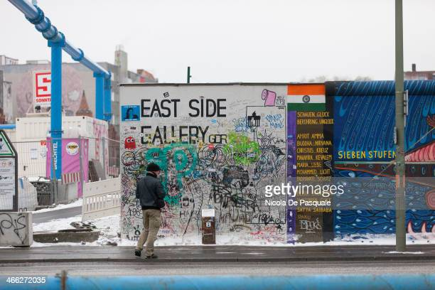 CONTENT] Tourist visiting the Gedenkstätte Berliner Mauer commemorates the division of Berlin by the Berlin Wall and the deaths that occurred there...