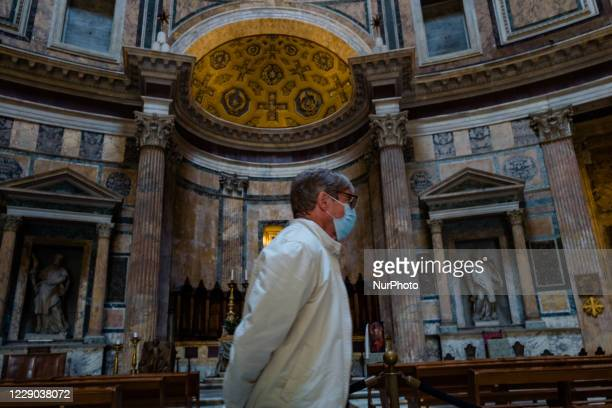 A tourist visiting the interior of the Pantheon in Piazza Rotonda in Rome on 12 October 2020 The data of the Covid19 positives in Rome grow to 158 in...