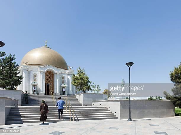 tourist visiting the niyazov mausoleum next to the turkmenbashi ruhy mosque or gypjak mosque, ashgabat, turkmenistan - ashgabat stock pictures, royalty-free photos & images