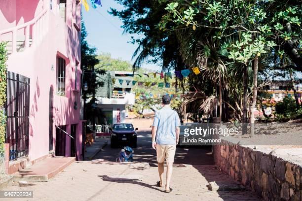 tourist walking in the street - ixtapa zihuatanejo fotografías e imágenes de stock