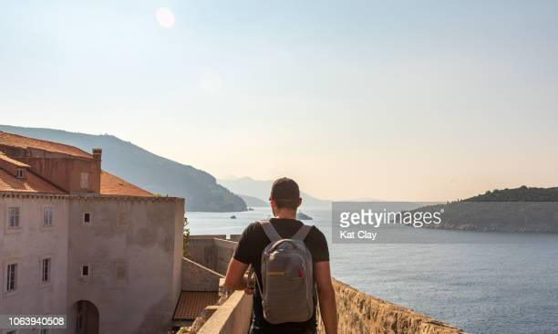 tourist walking the walls of dubrovnik - adriatic sea stock pictures, royalty-free photos & images