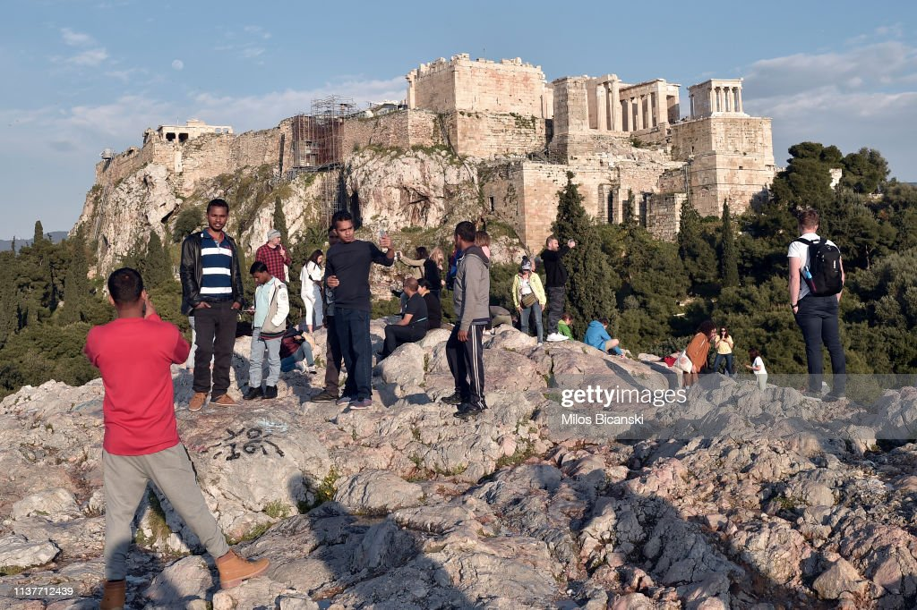GRC: Tourists Hurt As Acropolis IS Hit By Lightning