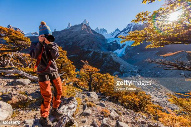 tourist with a camera on a background of mountains. patagonia, argentina - chalten stock pictures, royalty-free photos & images