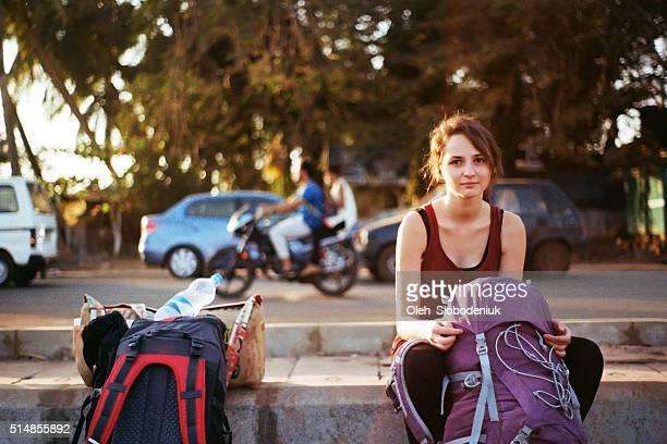 Touristes avec sacs