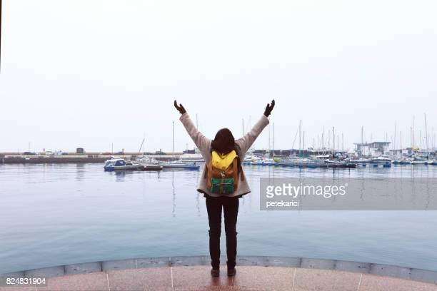 Turist kvinna har resan i Helsingborg, Sverige